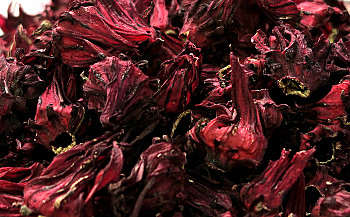 Roselle tea: A healthy solution for your menstrual cramps